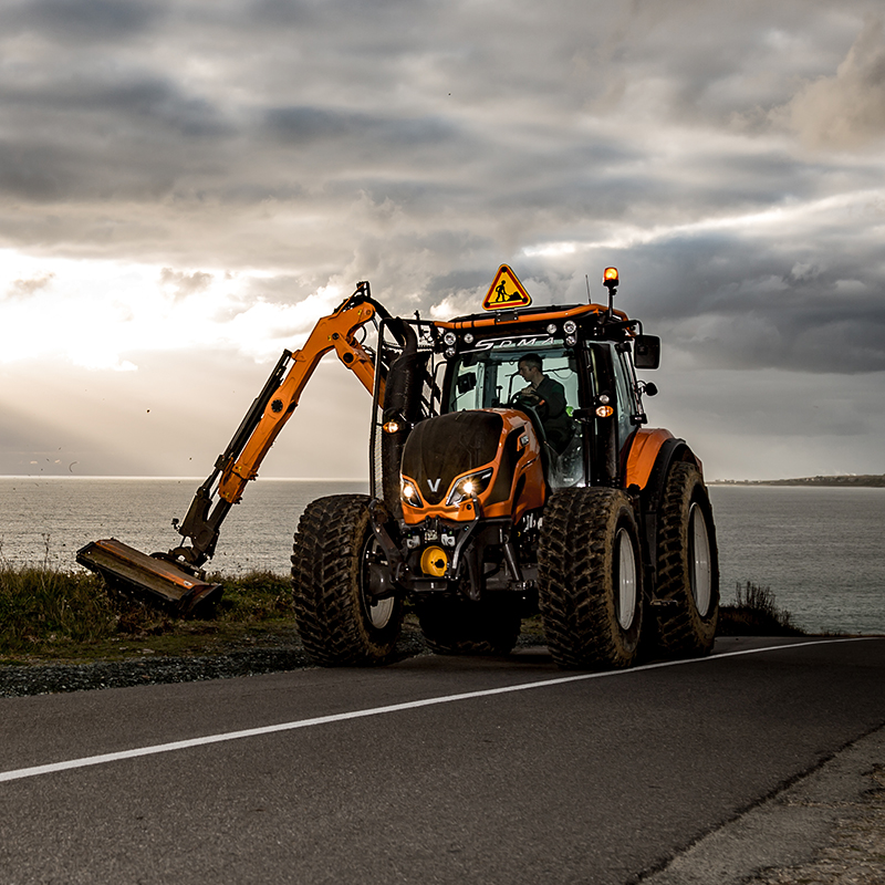 valtra unlimited custom tractor in a municipality tasks in a city